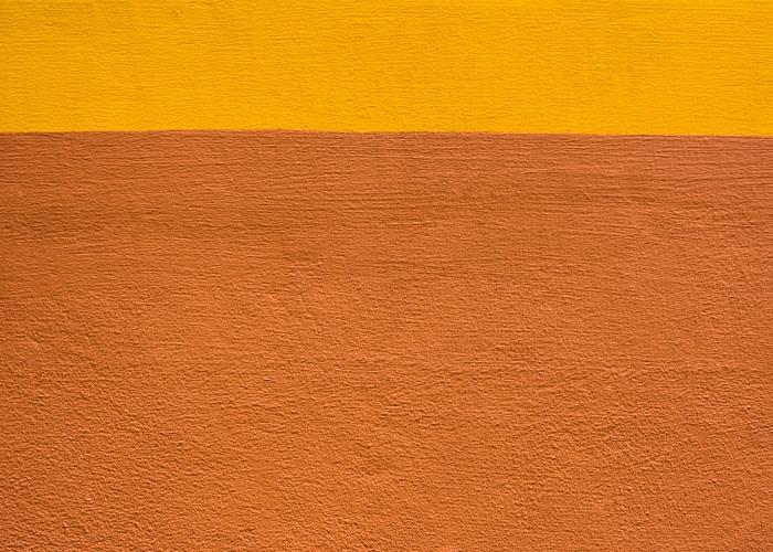 laranja em fachadas escolares
